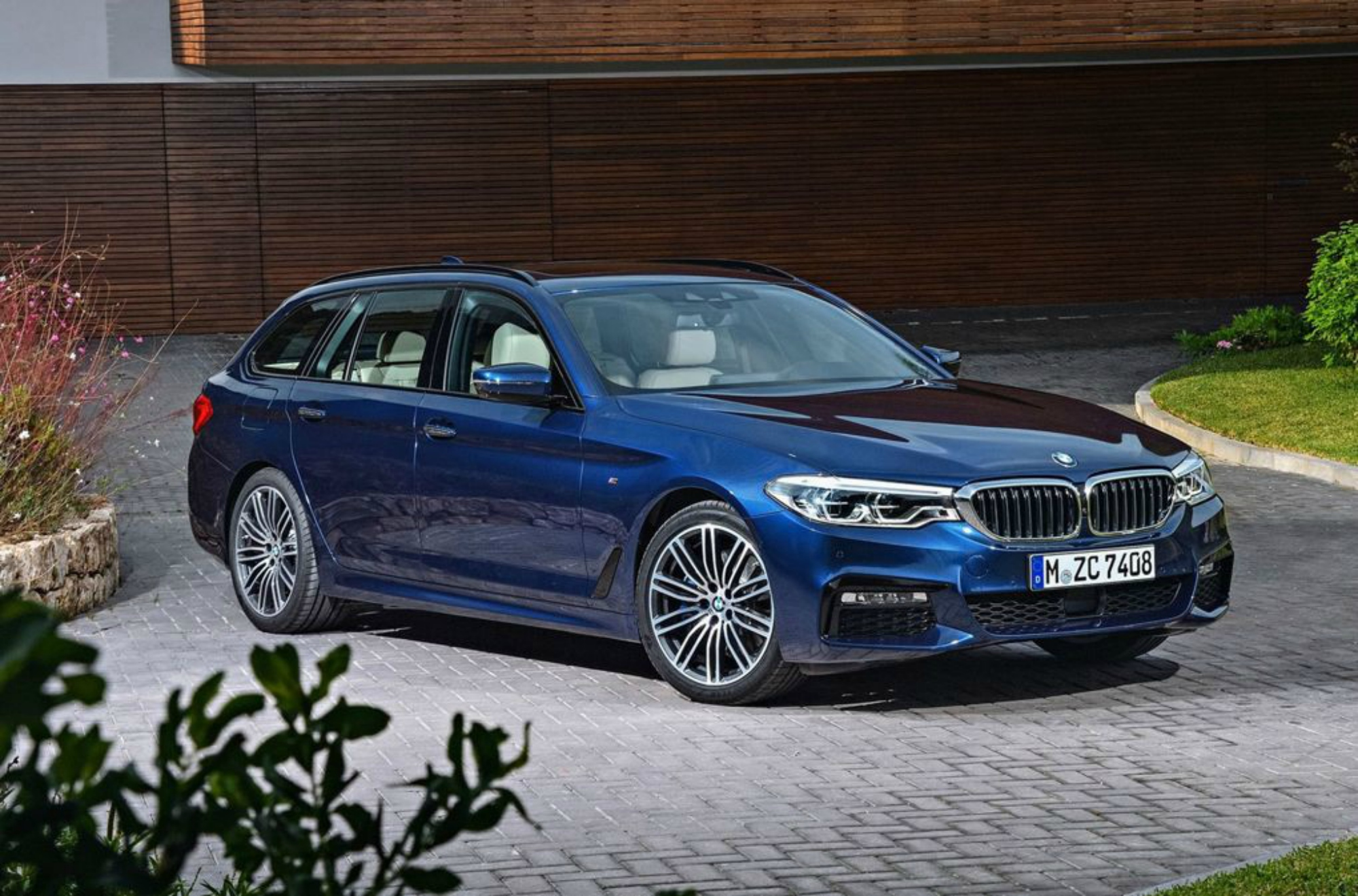 2017 bmw 5 series touring is lighter and more practical. Black Bedroom Furniture Sets. Home Design Ideas