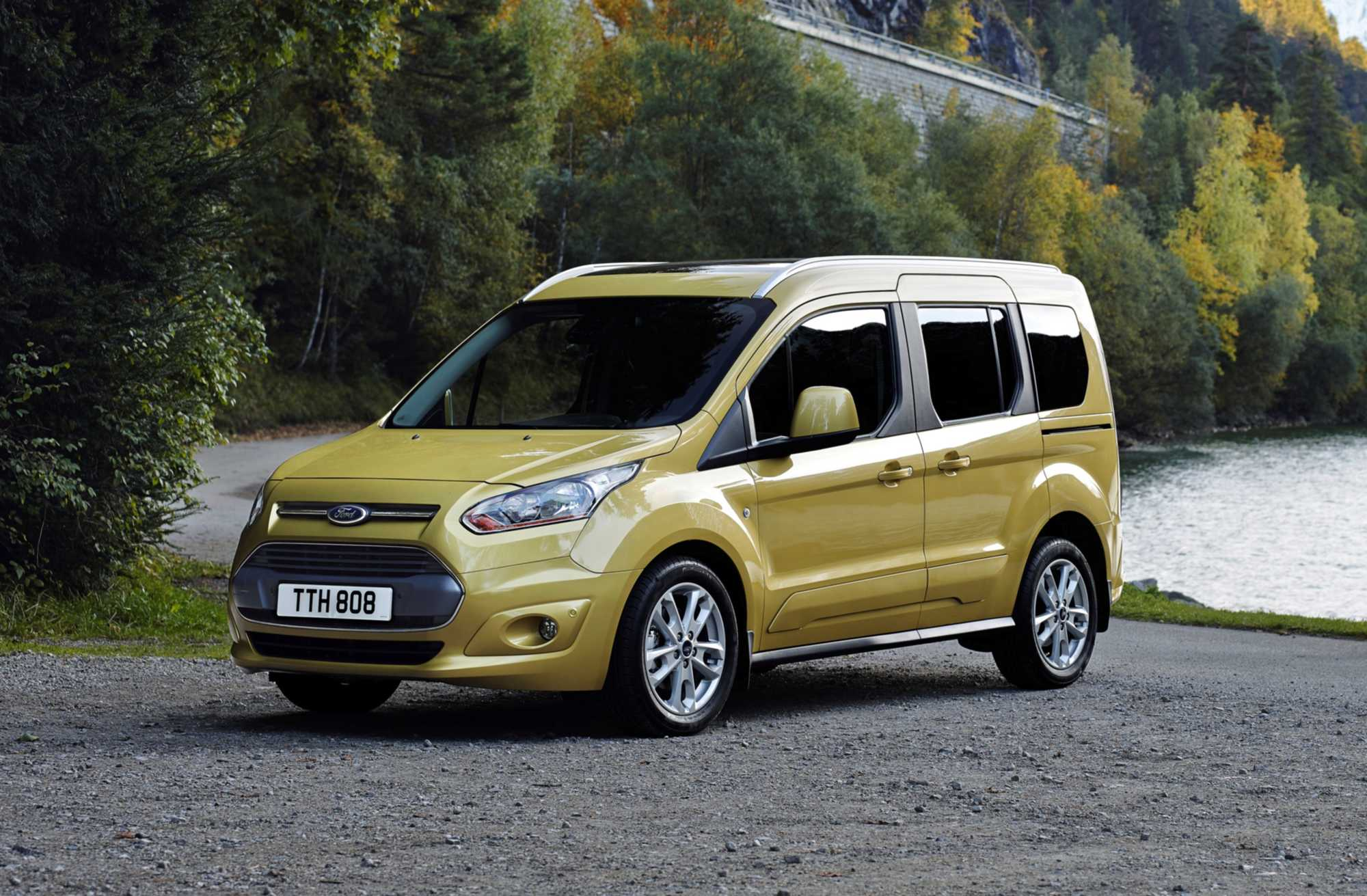 ford tourneo connect mpv review car keys. Black Bedroom Furniture Sets. Home Design Ideas