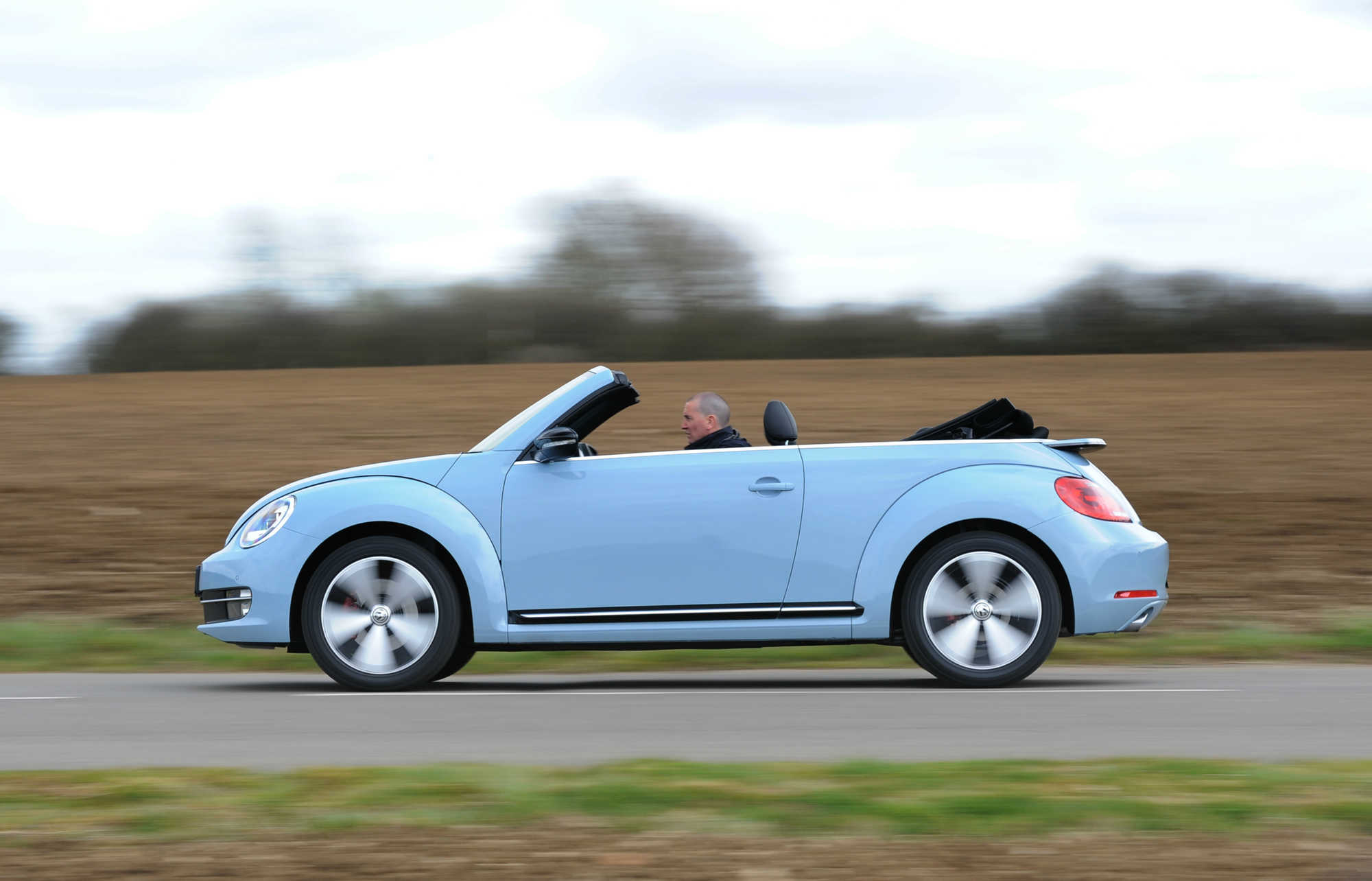 volkswagen beetle cabriolet review car keys. Black Bedroom Furniture Sets. Home Design Ideas