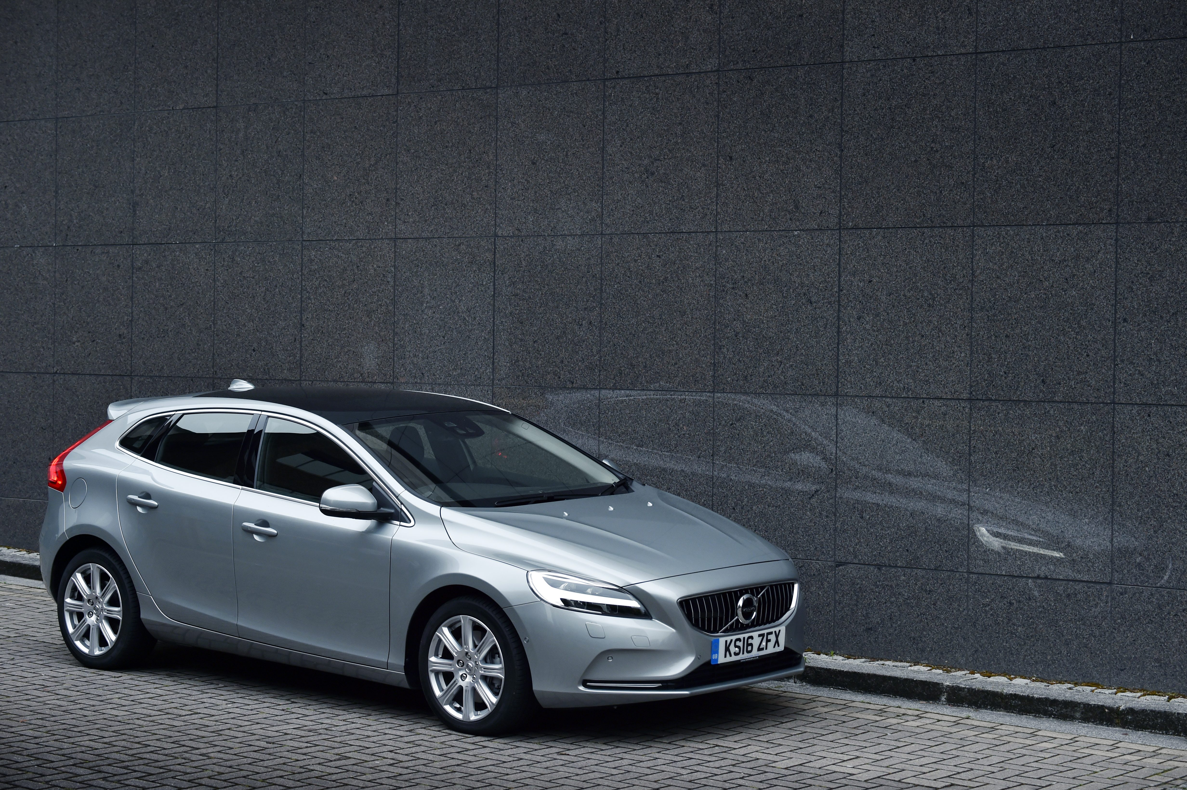 volvo v40 d2 r design nav plus hatchback review car keys. Black Bedroom Furniture Sets. Home Design Ideas