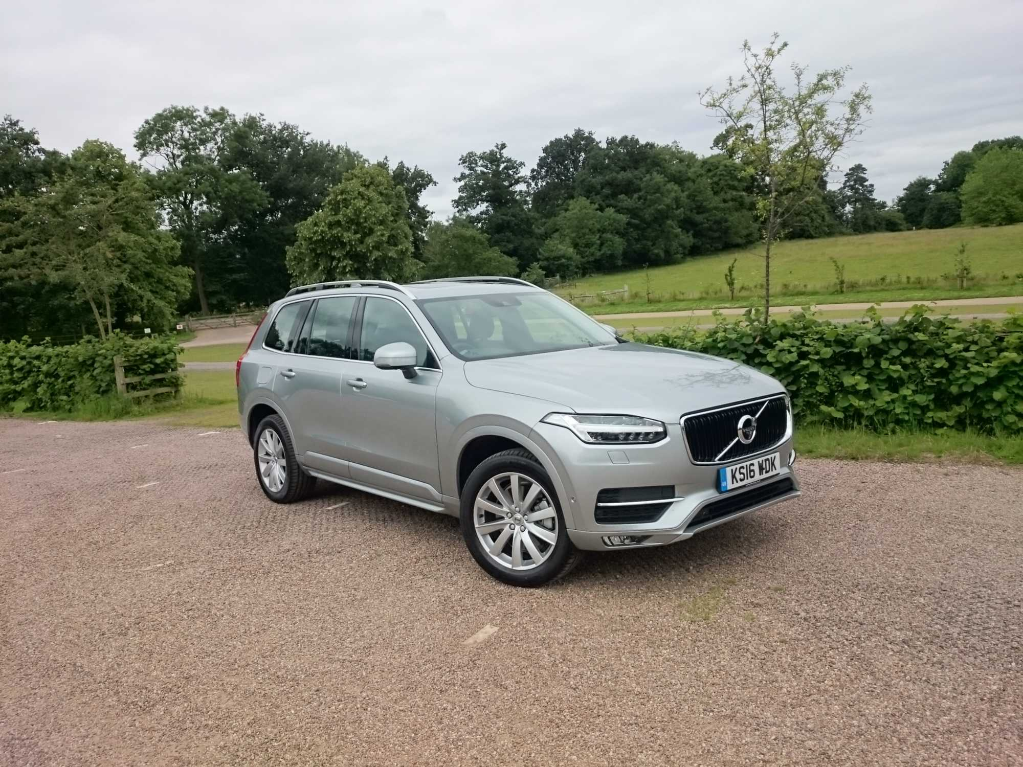 Volvo XC90 D5 AWD Power Pulse Momentum SUV review Car Keys