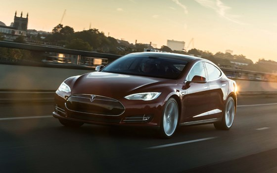 Model S-pricing-page-lifestyle-images